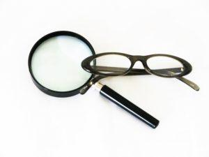 拡大鏡と老眼鏡の違いを解説!あなたの眼に良いのはどっち?