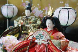 ひな祭りの意味・由来!雛人形に込められた意味と桃の花を飾る理由とは
