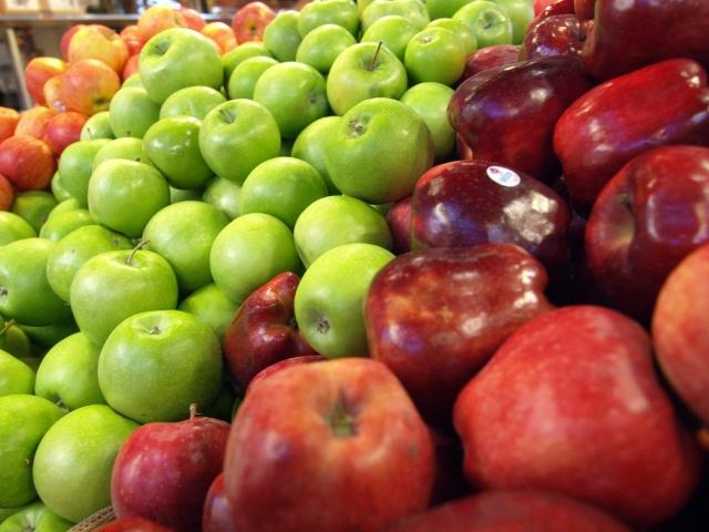 赤りんごと青りんごの違いは?品種から味、食感、栄養素まで