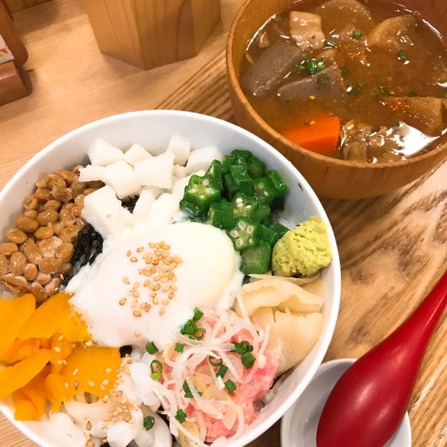 ばくだん丼の由来は?おつまみ、豆腐など丼以外の食べ物もご紹介!